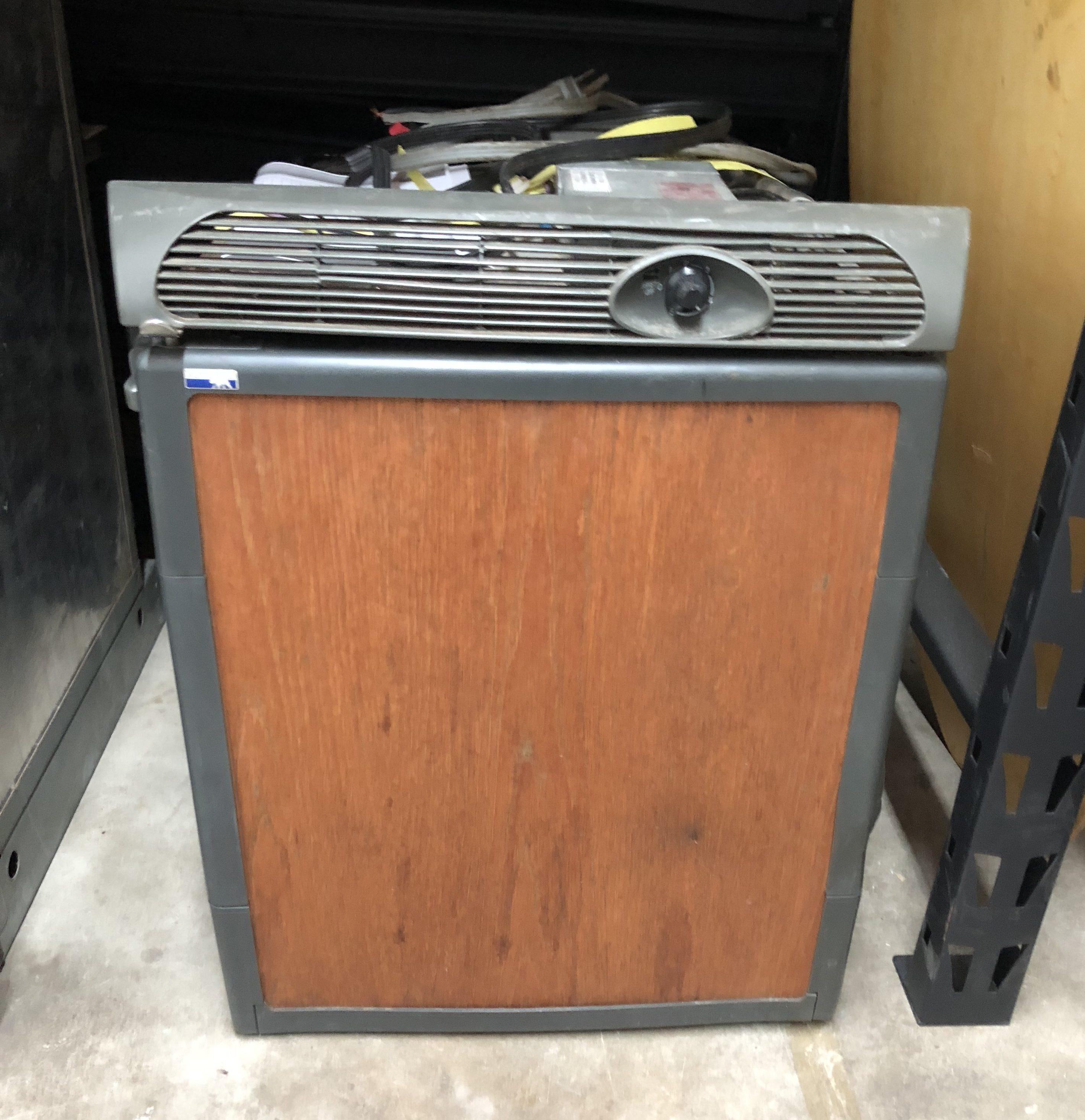 Norcold Mini Refrigerator Model De0051 Ac Dc 12v 110v
